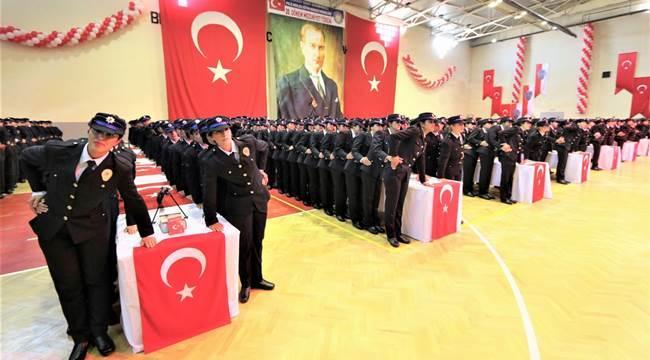 AKSARAY ŞEHİT ÖNDER GÜZEL POLİS MESLEK EĞİTİM MERKEZİ'NDEN 651 POLİS ADAYI MEZUN OLDU