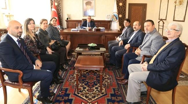CHP İl Başkanı ve Yeni Yönetimi Vali Aykut Pekmez'i ziyaret etti