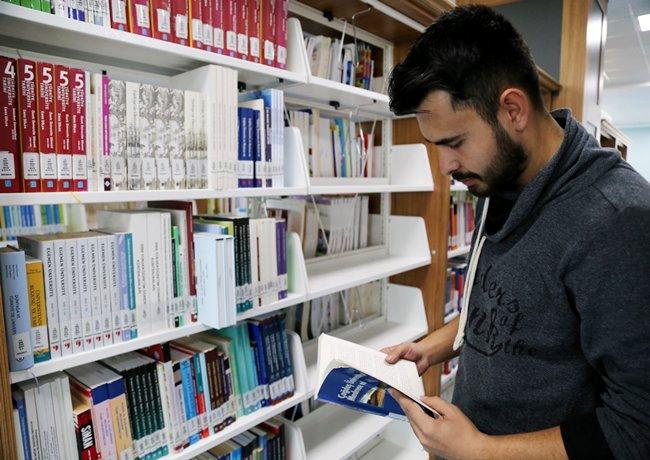 ASÜ KÜTÜPHANESİ'NDE KİTAP SAYISI 115 BİNİ AŞTI