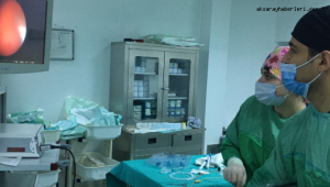 2.5 yaşındaki Alperen böbrek taşından kapalı ameliyatla kurtuldu