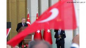 Erdoğan, cuma namazı sonrası gazetecilerin sorularını yanıtladı